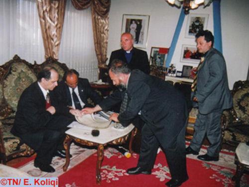 Foto nga jeta dhe vepra e Dr. Rugoves! - Faqe 3 Rugova_koliqi