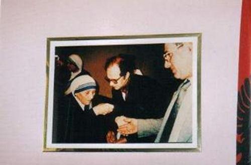Foto nga jeta dhe vepra e Dr. Rugoves! - Faqe 3 Rugova_nene_tereza